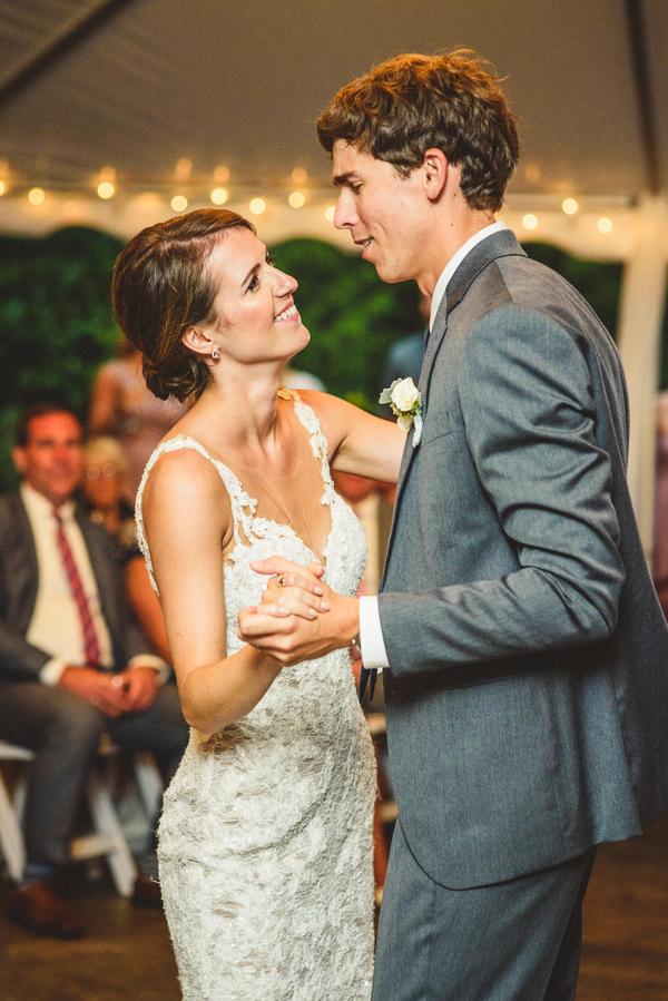 Rainy Day Farm Wedding Bustld Planning Your Wedding