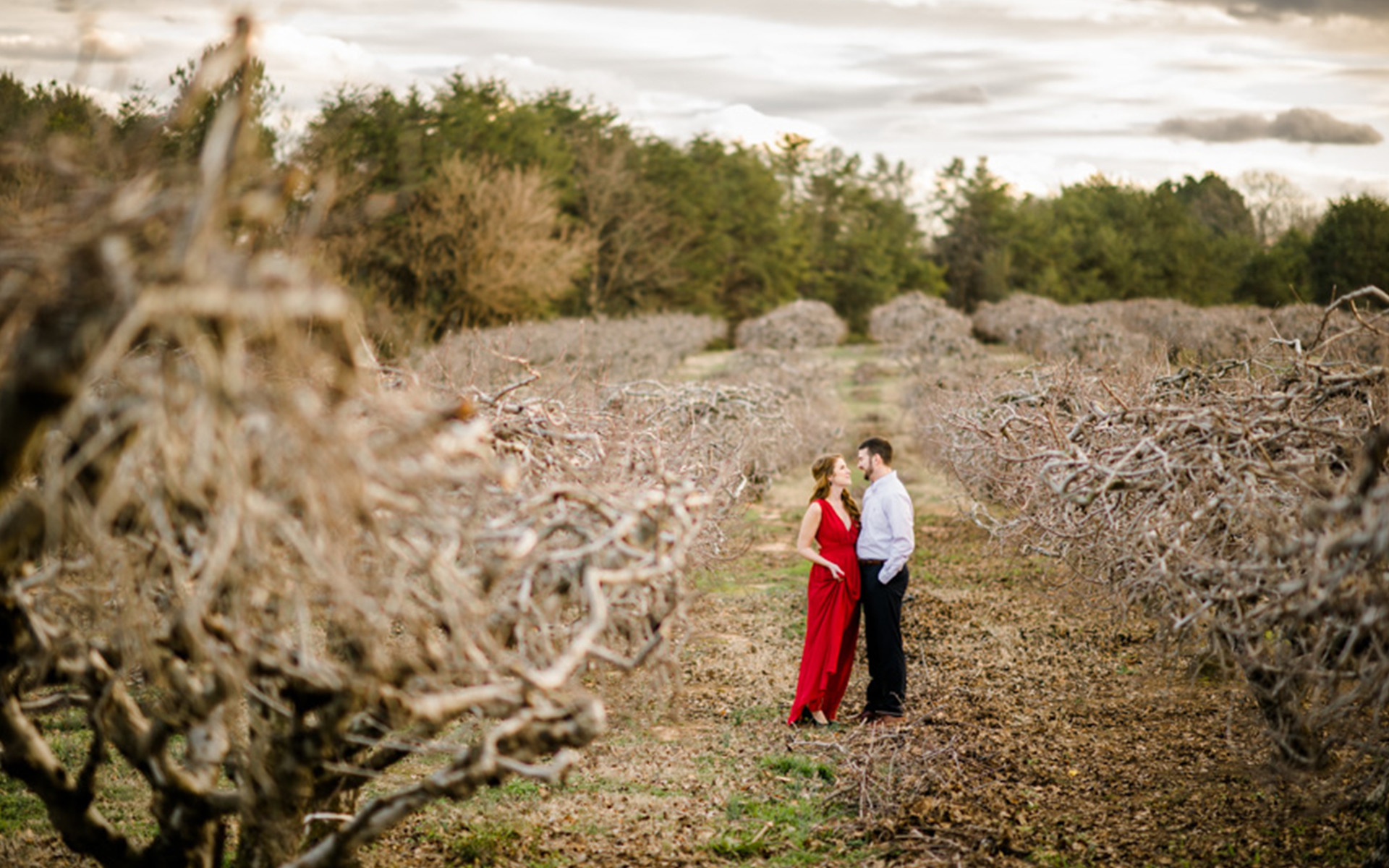 Dreamy Outdoor Engagement Session in a Quarry
