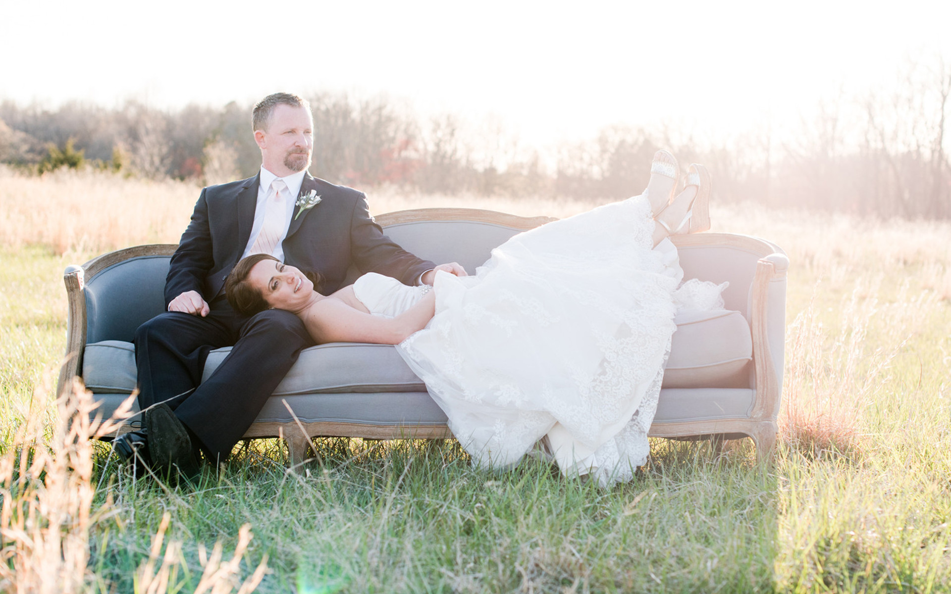 Vintage Wedding Dresses Raleigh Nc: Country-Chic Wedding With A Vintage Couch Photo Shoot