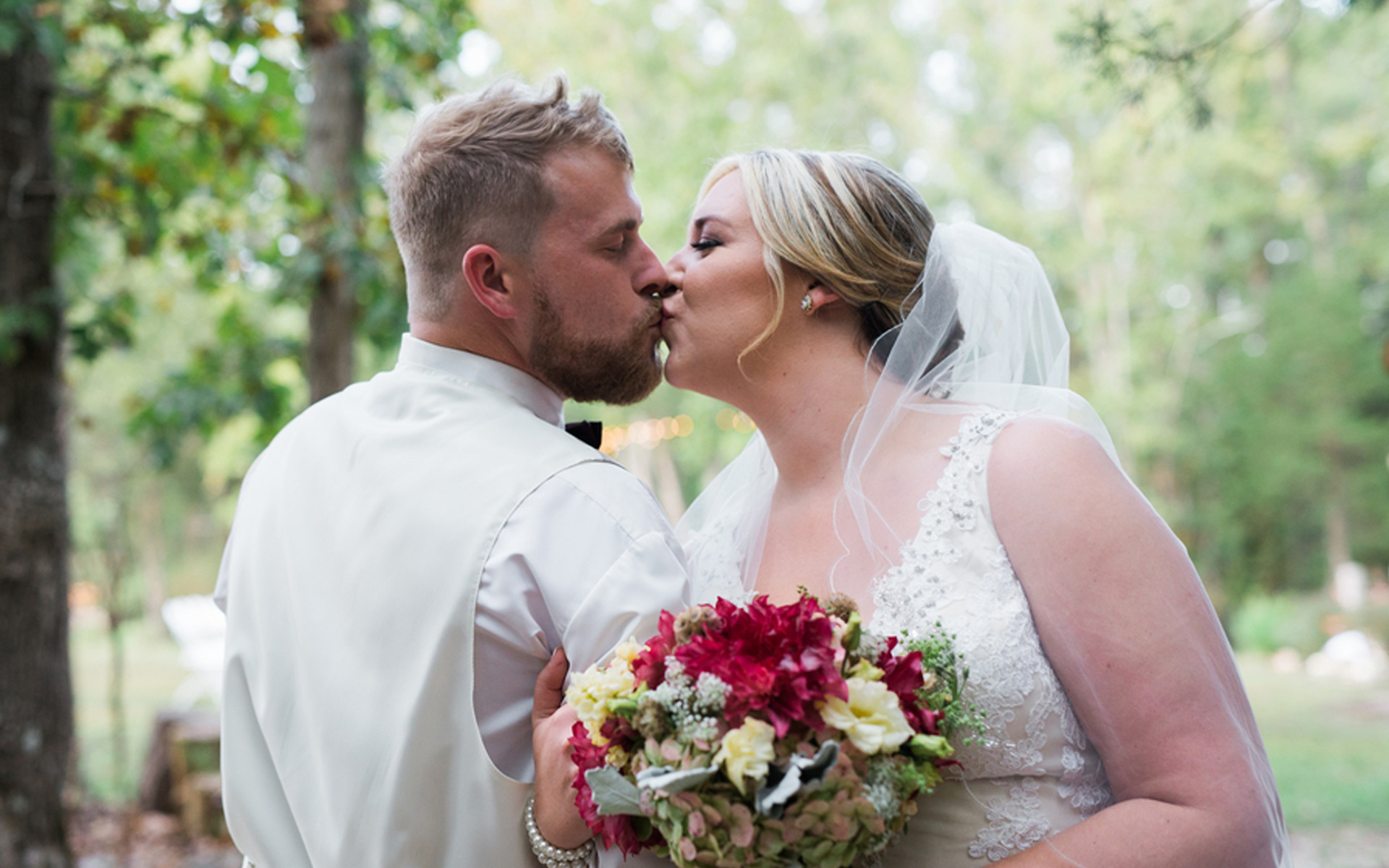 Love at first sight turns into gorgeous autumn wedding