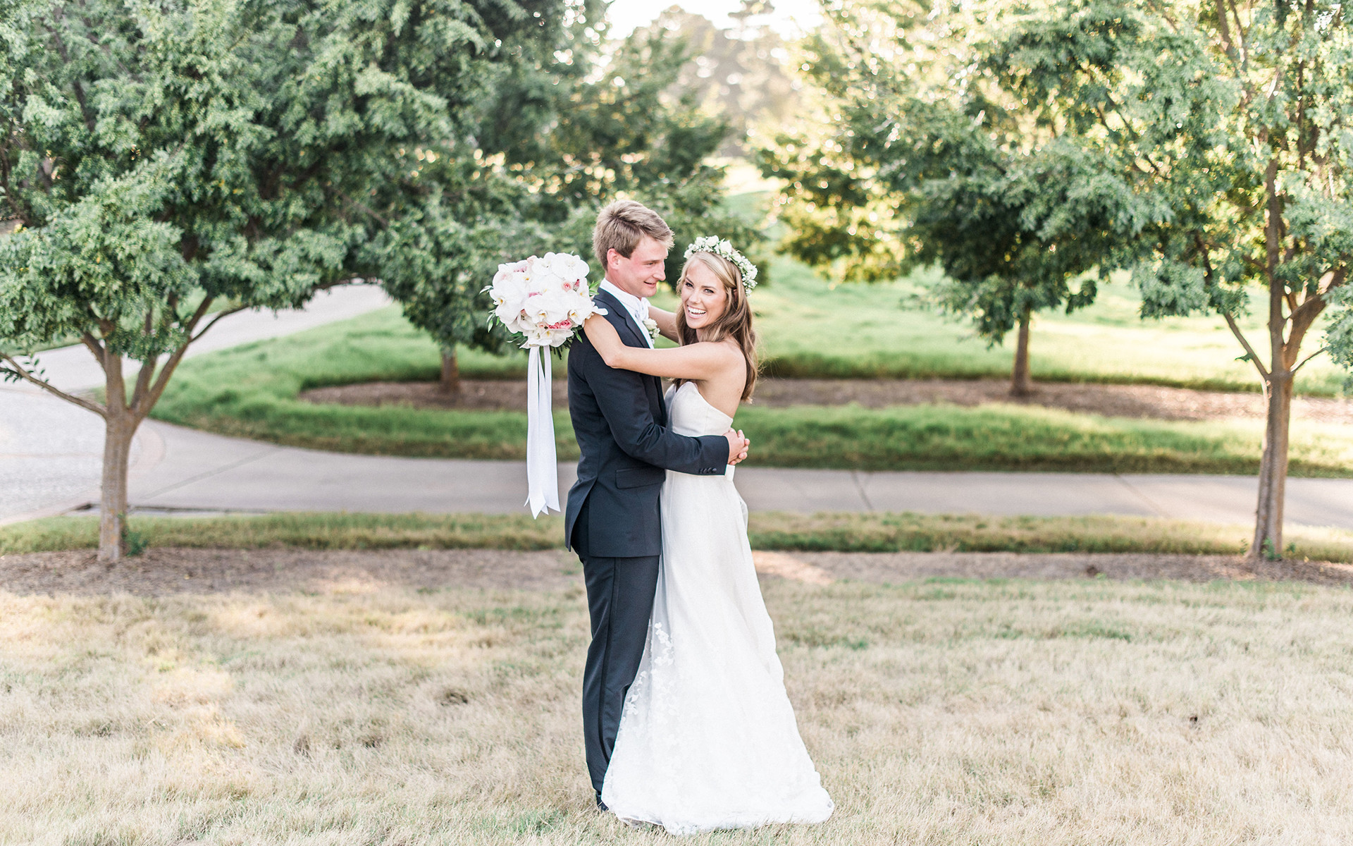 A Private Dinner and Group Late Night Pizza Bar at This Romantic Wedding
